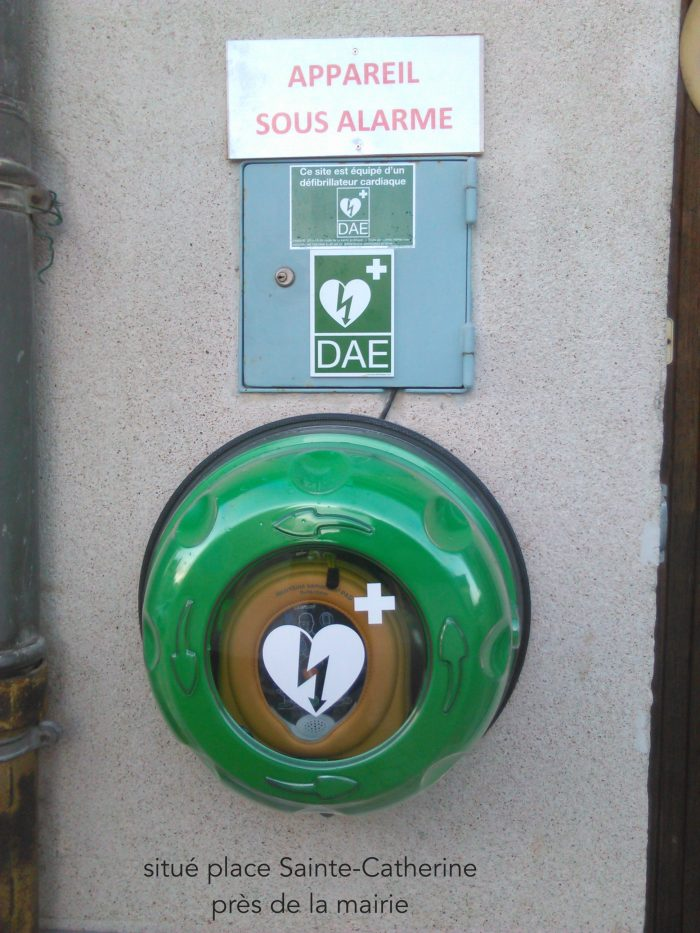 Défibrillateur place de la mairie à Trôo